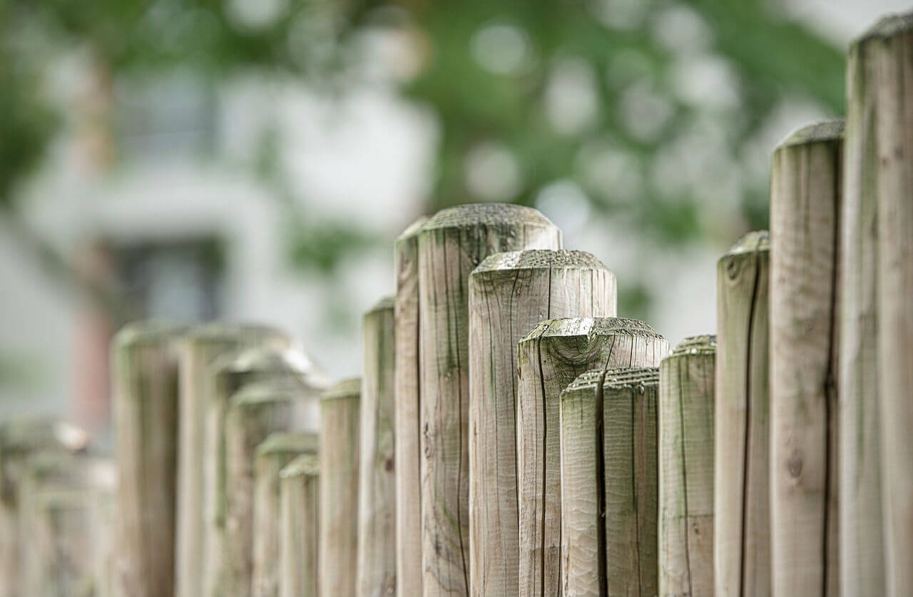 Petite Cloture De Jardin Blanche installer une clôture de jardin - aménagement - le blog de