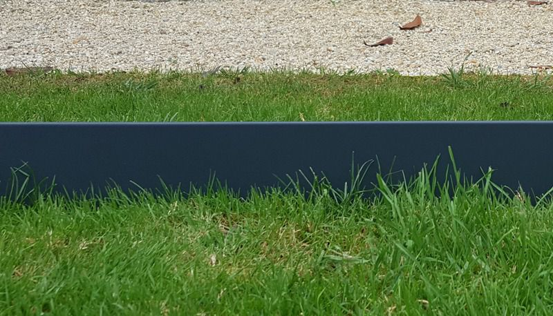 Bordure en acier de couleur jardinet for Bordure de jardin gris anthracite
